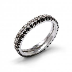 anello con brillanti neri