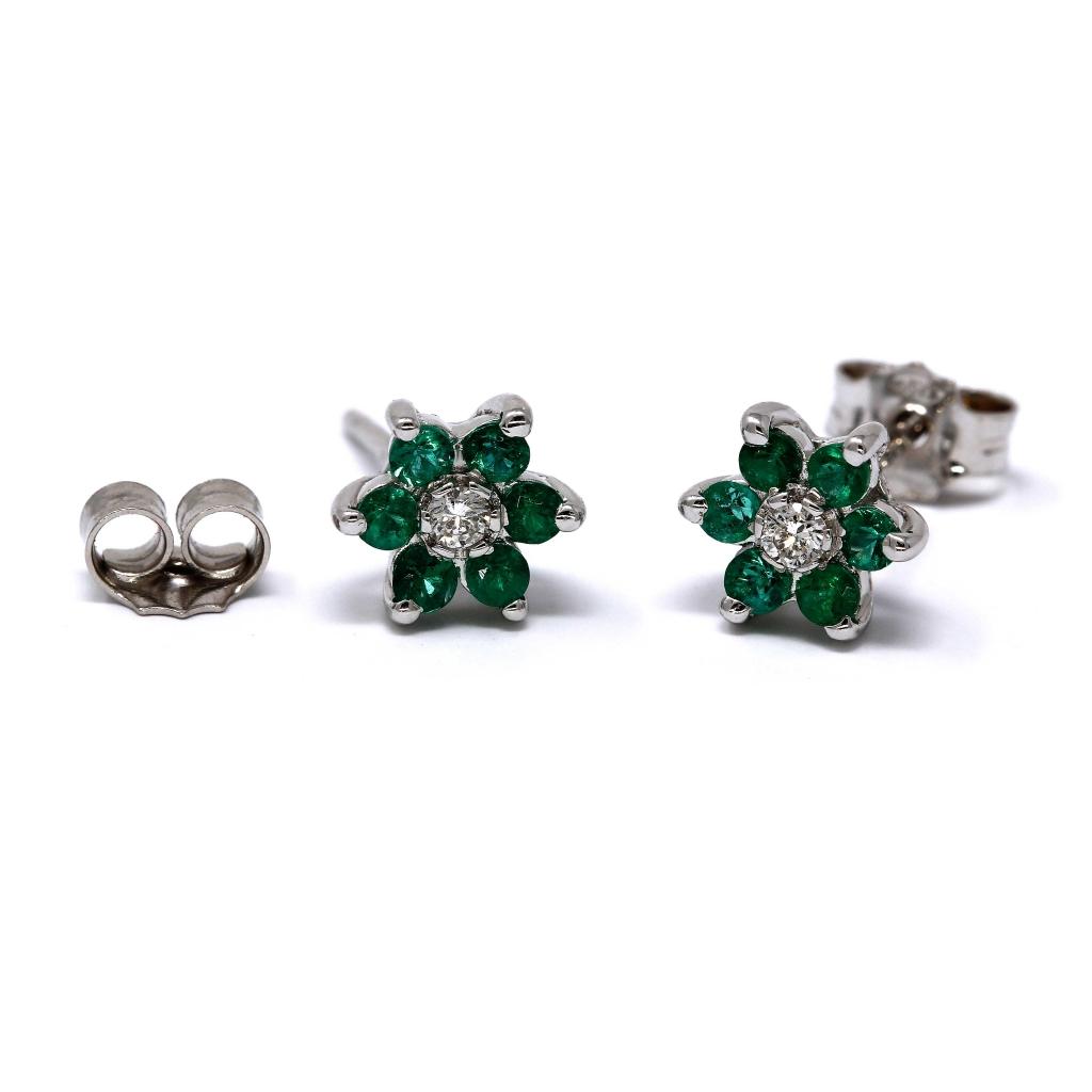Orecchini  Fiore con Diamanti CT 0.06 e 12 Smeraldi CT 0.36