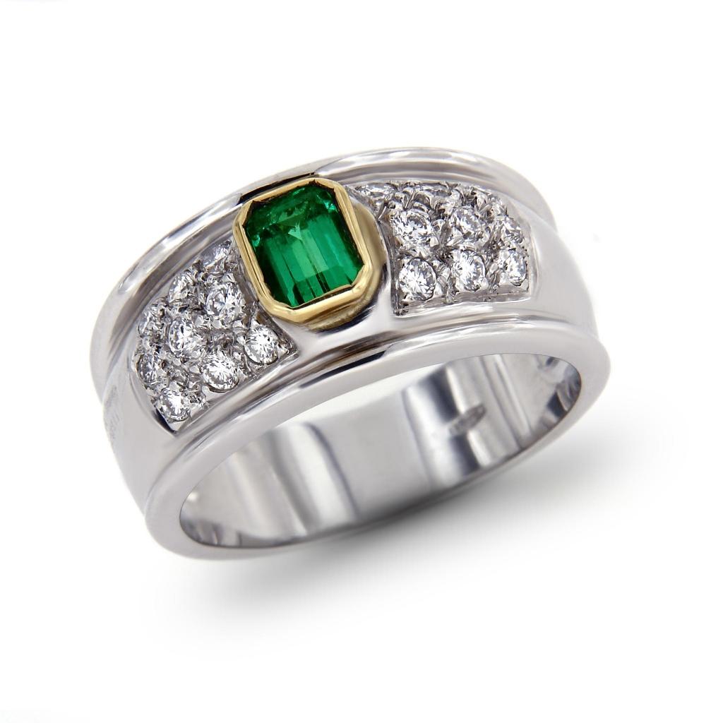 Anello con Smeraldo CT 0.39 e 18 Diamanti CT 0.36