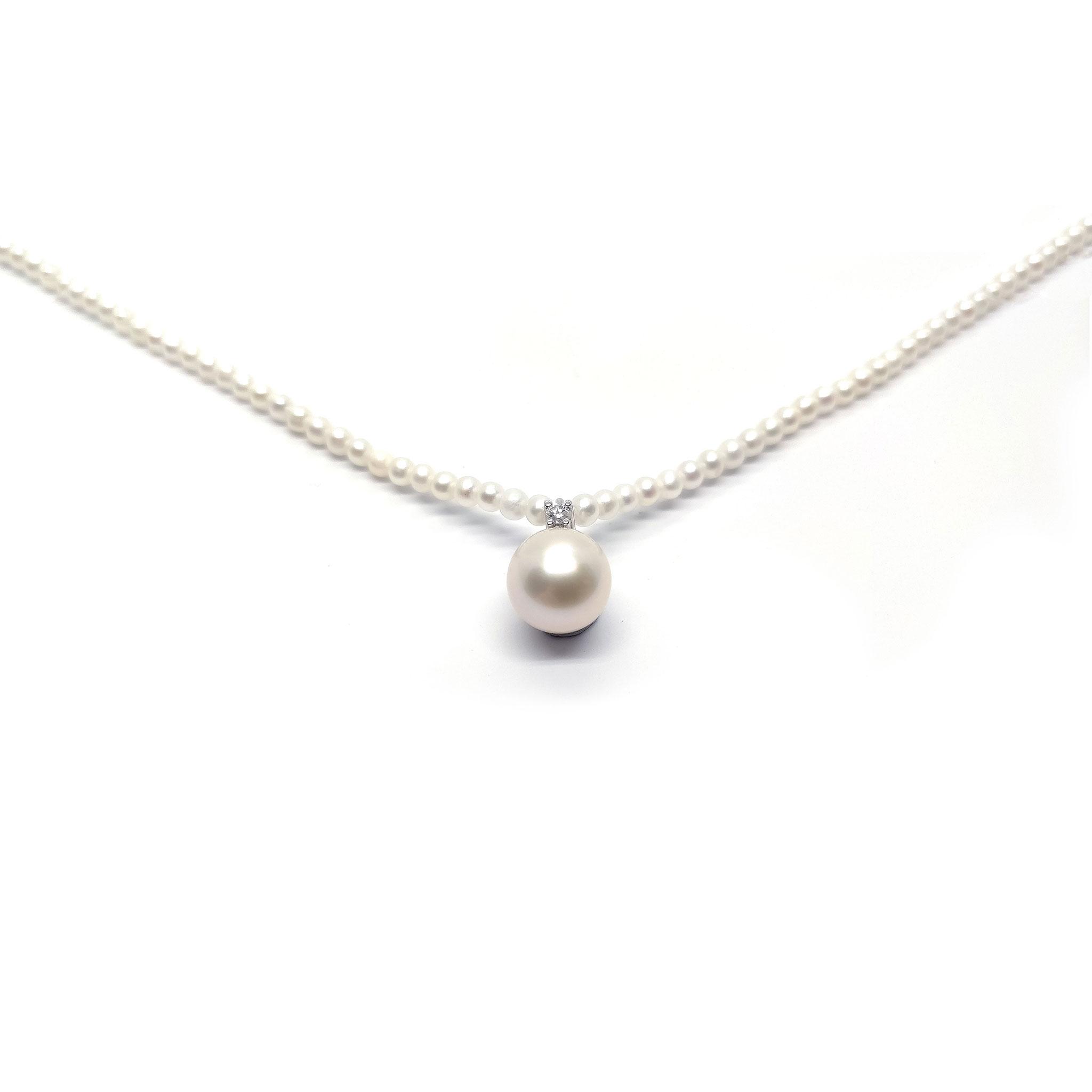 Girocollo di Perle Freshwater 2.5/3 mm con Pendente di Diamanti