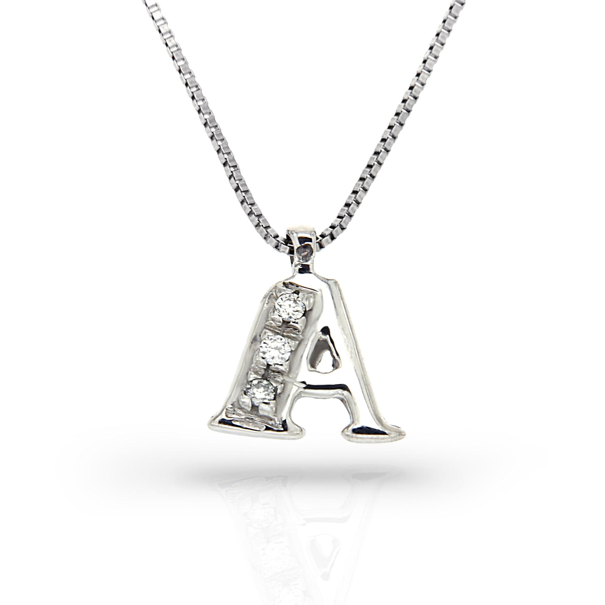 Pendente Lettera A con 3 Diamanti CT 0.02